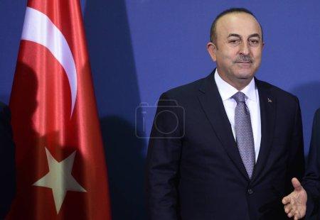 Photo pour Belgrade, Serbie - 10 octobre 2017: Le ministre turc des Affaires étrangères Mevlut Cavusoglu lors de la visite officielle de deux jours de Recep Tayyip Erdogan en Serbie - image libre de droit
