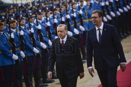 Photo pour Belgrade, Serbie - 10 octobre 2017: Le président turc Recep Tayyip Erdogan et le président serbe Aleksandar Vucic lors d'une cérémonie de bienvenue - image libre de droit