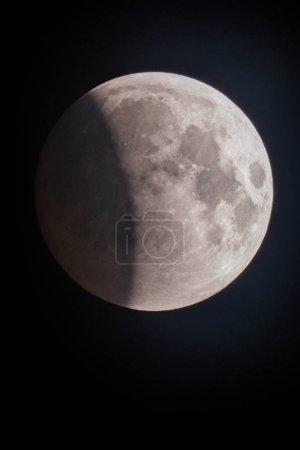 Photo pour Lune d'éclipse de lune rouge sur fond - image libre de droit