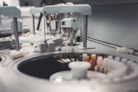 Selective focus of laboratory equipment for analyses