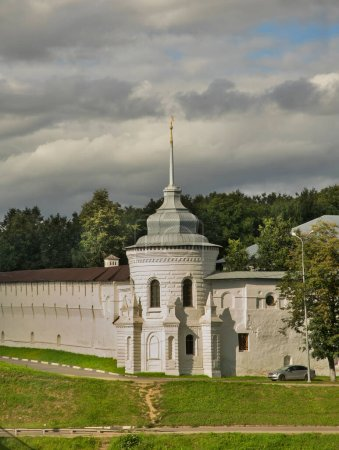 Photo pour Spaso-Preobrazhensky (Transfiguration) monastery in Yaroslavl. Russia - image libre de droit