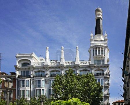 Photo pour Santa Ana square in Madrid. Spain - image libre de droit