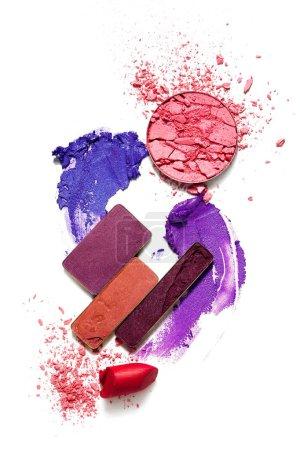 Photo pour Photo de concept créatif d'échantillons de cosmétiques sur fond blanc. - image libre de droit