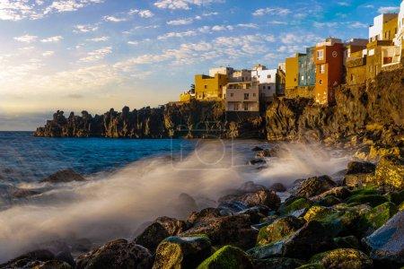 Photo pour Vue panoramique du coucher de soleil sur l'océan, Puerto de la Cruz à Tenerife, Canaries - image libre de droit