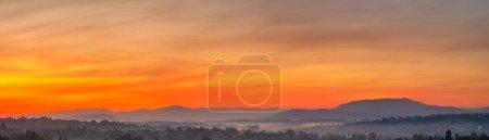 Photo pour Vue panoramique sur le beau ciel au lever du soleil - image libre de droit