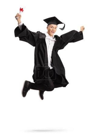 Photo pour Étudiant diplômé ravi avec un diplôme sautant isolé sur fond blanc - image libre de droit