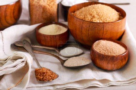 Photo pour Différentes sortes de sucre, concept de dépendance douce - image libre de droit