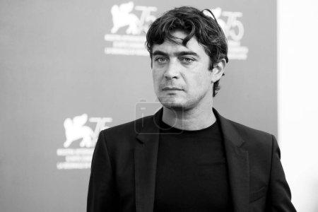 """Photo pour VENISE, ITALIE - 05 SEPTEMBRE : Riccardo Scamarcio assiste à l'appel photo du film """"La Maison d'été"""" lors de la 75e Festival du film de Venise le 5 septembre 2018 à Venise, Italie. - image libre de droit"""