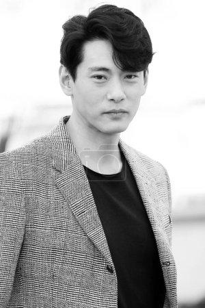 Photo pour CANNES, FRANCE - 10 MAI : L'acteur Teo Yoo assiste à l'appel photo pour 'Leto' lors du 71ème Festival de Cannes le 10 mai 2018 à Cannes, France - image libre de droit