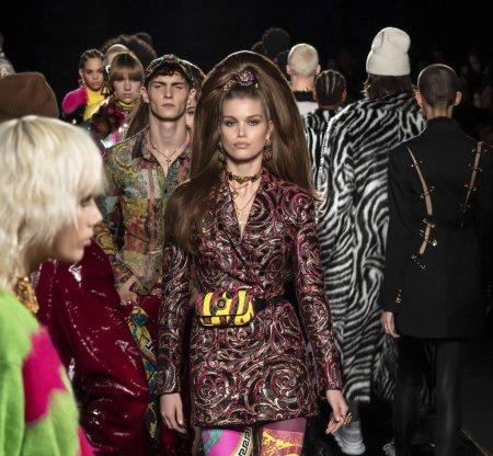 Photo for NEW YORK, NY - December 02, 2018: Luna Bijl walks the runway at the Versace Pre-Fall 2019 Runway Show - Royalty Free Image