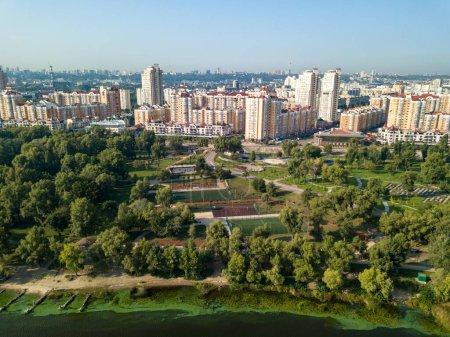 Photo pour Aerial drone view. Dnieper River in Kiev. - image libre de droit