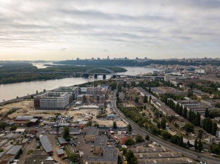 Photo pour Vue aérienne du fleuve Dniepr à Kiev. - image libre de droit