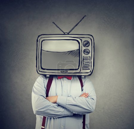 Photo pour Homme d'affaires avec TV au lieu de sa tête sur fond de mur gris - image libre de droit