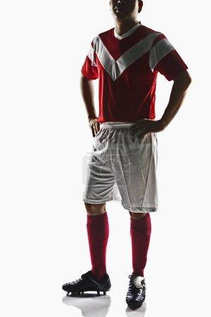 Foto de Un futbolista con las manos en la cintura - Imagen libre de derechos