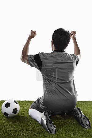 Photo pour Un footballeur qui applaudit - image libre de droit