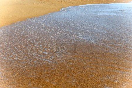 Photo pour Sea foam on the beautiful sand Atlantic ocean beach in France. - image libre de droit
