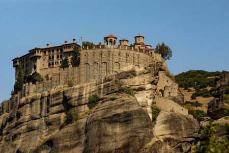 Photo pour Monastère Meteora Grèce. Paysage avec des monastères et des formations rocheuses à Meteora, Grèce . - image libre de droit