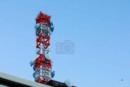 Kommunikationsturm am Himmel