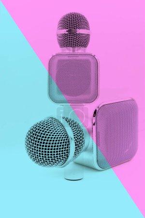 Photo pour Micro hifi haut-parleur sur fond de couleur. concept de style de mode - image libre de droit