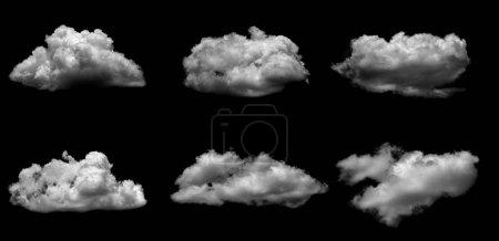 weiße Wolke isoliert über schwarzem Hintergrund.