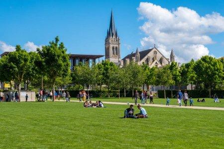 Photo pour Niort, France - 11 mai 2019: Les Jardins de la Brèche à Niort, Deux-Sèvres, Poitou-Charentes, France - image libre de droit