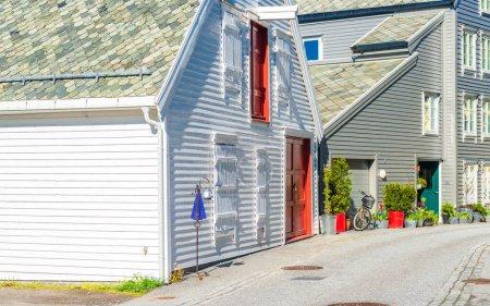 Photo pour Petites maisons de ville à Alesund, Norvège - image libre de droit