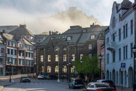 Photo pour Rue-photo de la ville, maisons à Alesund, Norvège - image libre de droit