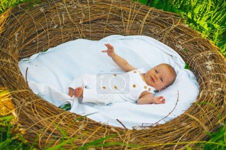 Entlassung aus der Geburtsklinik. Neugeborenes aus Kinderkrankenhaus entlassen qualitativ hochwertige Müttergesundheit. Neugeborenes gerade im Krankenhaus geboren