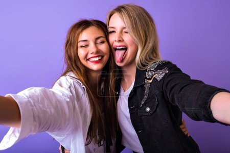 Photo for Fashion lifestyle portrait of two young hipster girls best friends taking selfie - Royalty Free Image