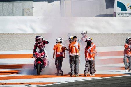 Photo pour 2017, Valence, Espagne Course MotoGP, Augusto Fernandez du Speed Up Racing Moto2 Team célèbre lors de la dernière course du championnat - image libre de droit