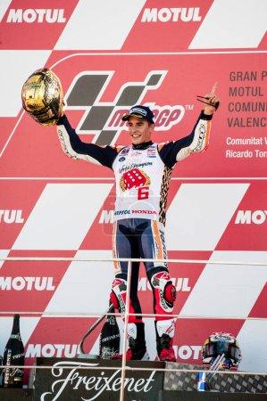 Photo pour 2017, Valence, Espagne Course MotoGP, Marc Marquez célèbre son quatrième championnat dans la catégorie MotoGP avec la troisième place au Grand Prix de Valence. - image libre de droit