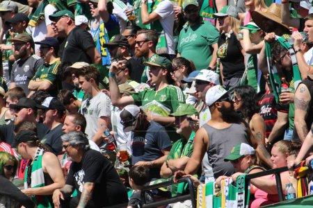 Photo pour L'armée des Timbers, meilleurs fans de football de ligue majeure de Soccer au parc de la Providence à Portland, ou/USA avril 16,2018. - image libre de droit