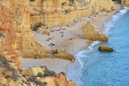 Photo pour Plage de l'Algarve, incroyable destination au portugal et toutes les attraction de saisons pour de nombreux touristes dans le monde entier - image libre de droit