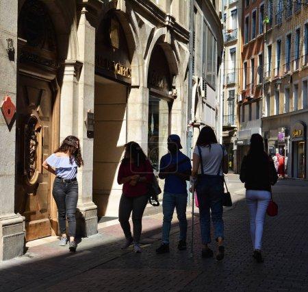 Photo pour Vue rue de la ville européenne - image libre de droit