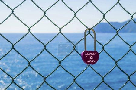 Photo pour Serrure d'amour, sur la mer - image libre de droit