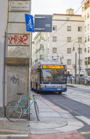 Photo pour Parking vélo dans la ville européenne - image libre de droit