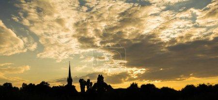 Photo pour Coucher de soleil dans la ville européenne - image libre de droit