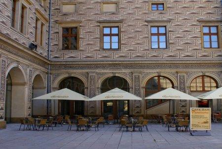 Photo pour Café de rue dans la ville européenne - image libre de droit