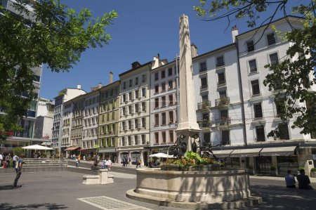 Photo pour GENEVA, SWITZERLAND - JULY 9, 2015. Street view in Geneva , Switzerland. - image libre de droit