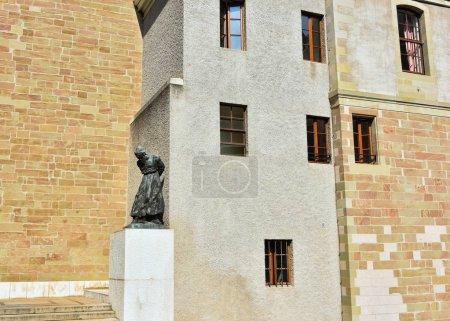 """Photo pour Statue religieuse extérieure à la cathédrale Saint-Pierre de Genève, en Suisse, appartenant aujourd'hui à l """"Église réformée suisse . - image libre de droit"""