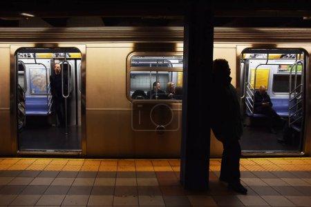 Photo pour Chariot de métro en station à New York, États-Unis - image libre de droit