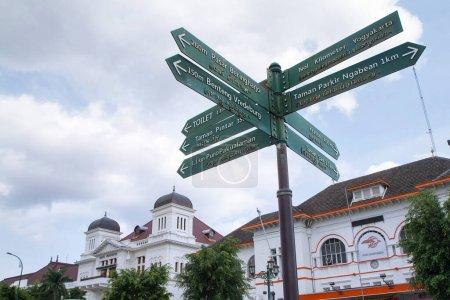 Photo pour Directions de rue à titik nol kilomètre ou point zéro, Yogyakarta, Indonésie 15 octobre 2020 - image libre de droit