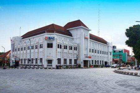 Photo pour Banque BNI bâtiment historique à titik nol ou point zéro kilomètre - Yogyakarta, Indonésie 15 Octobre 2020 - image libre de droit