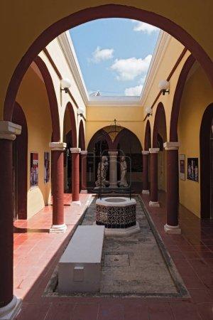 CAMPECHE, MEXIKO-MARCH 13, 2018: the courtyard of casa san pablo, mercado del arte, campeche, mexico