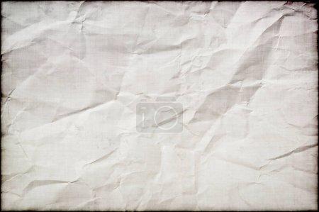 Photo pour Une feuille de parchemin grungy plissé pour une utilisation comme fond avec de l'espace de copie - image libre de droit