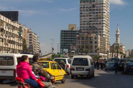 Photo pour Rue animée au centre-ville de Damas, Syrie - image libre de droit