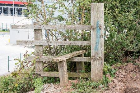 Photo pour Pointe de champ en bois obsolète - image libre de droit