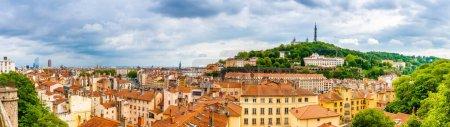 Photo pour Panoramique de la ville de Lyon depuis le quartier Croix Rousse, Auvergne-Rhône-Alpes, France - image libre de droit