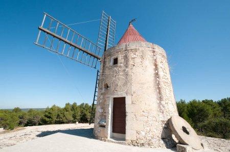Photo pour Moulin Saint-Pierre d'Alphonse Daudet à Fontvieille, Bouche-du-Rhône, Provence-Alpes-Côte d'Azure, France - image libre de droit