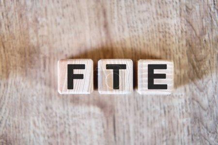 Photo pour ETP - Équivalent temps plein concept d'acronyme sur cubes - image libre de droit
